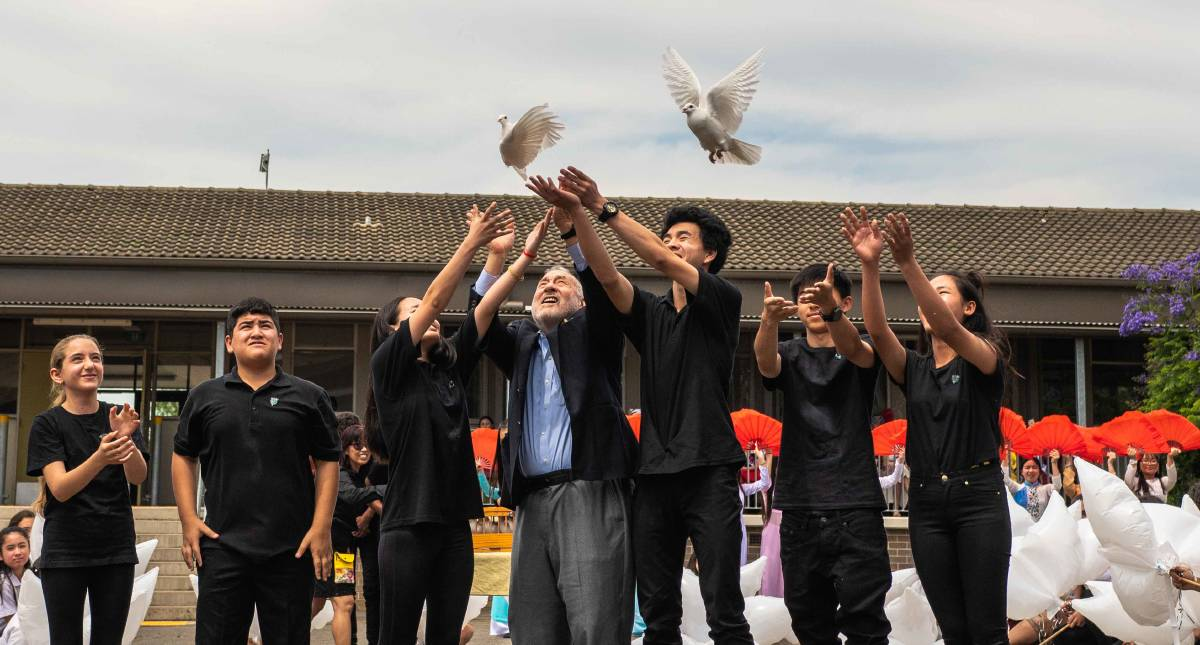 Sydney Peace Prize winner Joseph Stiglitz releases doves with Cabramatta High School students. Picture: Danny Ly