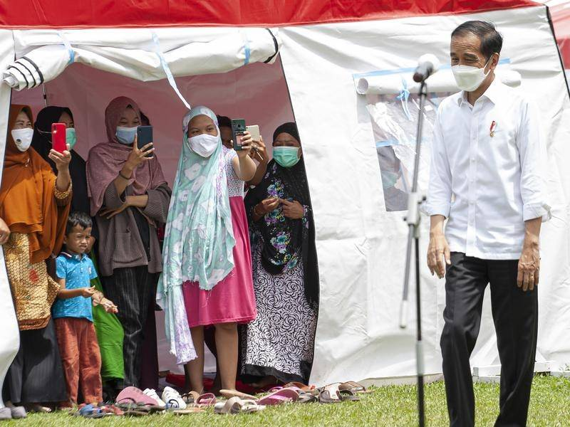 Indonesia's leader Joko Widodo (r) promises swift support to victims of the Sulawesi earthquake.